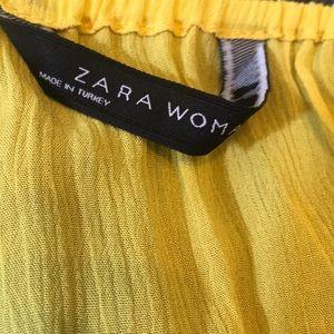 Zara Tops - ⭐️MAKE OFFER. Zara off shoulder blouse